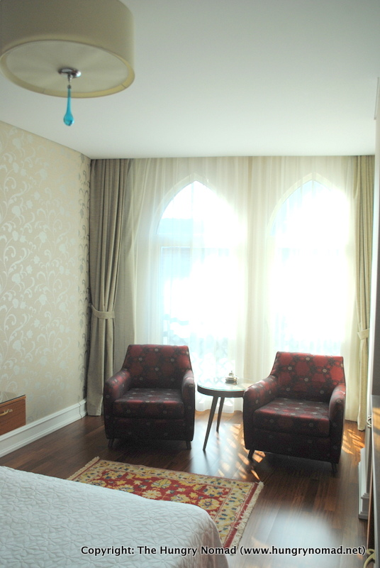 A home away from home at the neorion hotel istanbul for Decor hotel istanbul